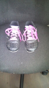 Girls soccer cleats Size 2 Excellent condition