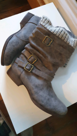 Womens Boots, Size 6