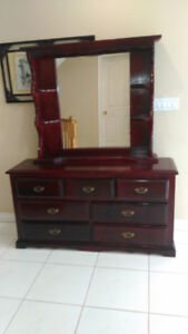 Elegant Solid Wood 7 Drawer Dresser with Mirror