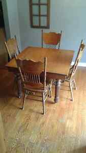 Antique solid hardwood dining table & oak pressback chairs