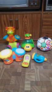 FRENCH - Baby toys (with sounds/batteries inc)