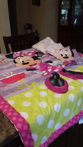 Toddler Minnie Mouse bedding (crib size)