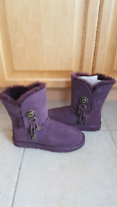 Uggs size 7 Deep Purple