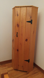 Corner cabinet, pine