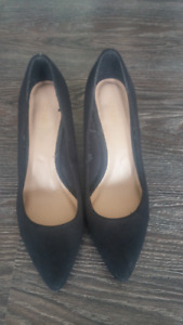 REDUCED! Women's size 8 black, suede pumps (Old Navy)