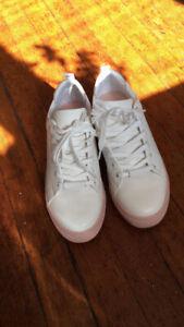 Sneakers ALDO 7 .5 never worn