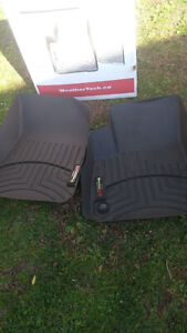 A vendre 2 tapis d'hiver  Chevrolet Malibu, 2012-2017Utiliser j