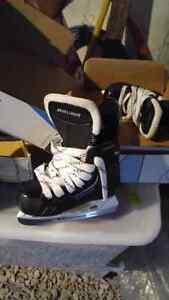 Size 8 bauer skates excellent condition