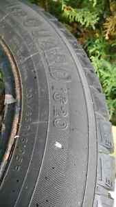 4 pneus hiver 215/65/16 et 4 jantes en acier
