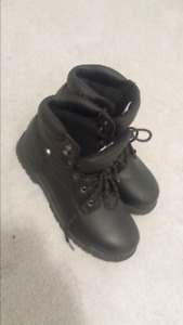 "Men's steel toed Safety Shoes ""boots"" for only 90$ size 12"