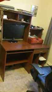 Nice student desk with executive chair for sale!