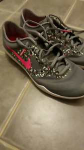 NIKE womans runners