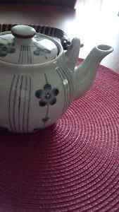 A Nice Tea Pot - for sale ! Kitchener / Waterloo Kitchener Area image 3