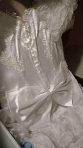 Vintage White Valeciene Gown Organza, Beading & Beaded Headpiece Oakville / Halton Region Toronto (GTA) image 4