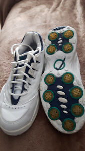 Ladies size 8 golf shoes and glove
