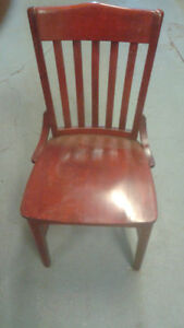 chaises en bois plein