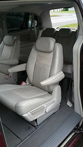 2009 Chrysler Town & Country Limited Fourgonnette Saguenay Saguenay-Lac-Saint-Jean image 6