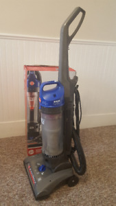LIKE NEW Hoover WindTunnel 2 High Capacity Vacuum