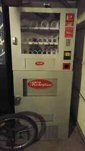 Brand New Seaga EM450 Snack and Drink combo vending machine
