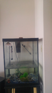 Fish tank 40 gal come with gravel and some decorations heater pu