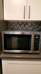 Kitchenaid 1.5cu Microwave KMCC5015GSS + Trim Kit