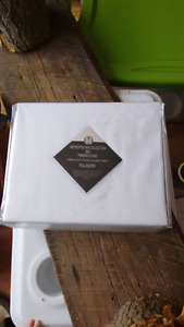 Queen sheet set. White
