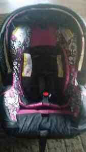 Beautiful new infant carseat  Kawartha Lakes Peterborough Area image 6