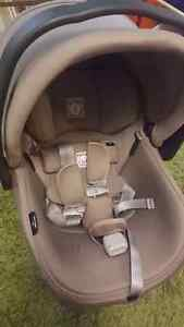 Infant Car Seat - Primo Viaggio 4-35 - Two Bases and Extras