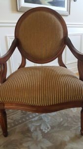 Round Back Upholstered Accent Chair