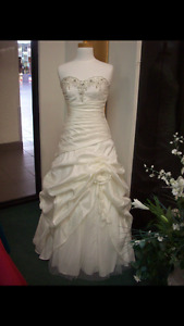 WEDDING Dress-never worn