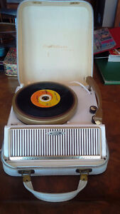 Vintage Electrohome Portable Record Player, Turntable