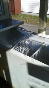 FREEZER ICE CREAM STYLE 400$ NEGOTIABLE West Island Greater Montréal image 2