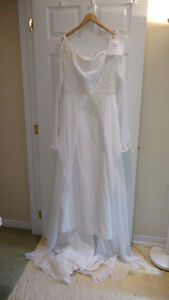 Sample wedding gowns.  UPCYCLE! $40 - DRESS 4