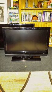 32 INCH LCD LG FLAT SCREEN TV FOR SALE