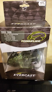 Fishing Reel NEW in box (FISHOUFLAGE)