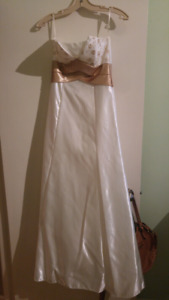 CREAM AND GOLD BALL GOWN - size 3