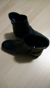 Contoura leather boots. Women's size 9