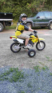2015 suzuki drz 70 dirtbike with training wheel kit