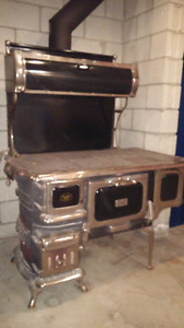 Antique cook stove - perfect for your hunt camp!