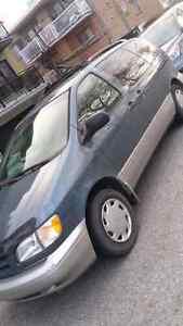 Toyota sienna minivan 2000