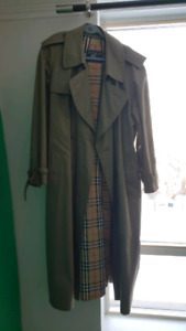 Burberry trench coat 42R almost like new