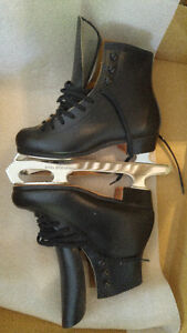 MENS Riedell Figure Skates, Size 2 Boot, 8 and 3/4 Blades