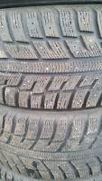 4 pneus hiver 205/55/16 Kumho Izen KW22 150$ Négo
