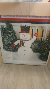 7' TALL FROSTLY THE SNOWMAN