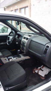 FORD ESCAPE XLT 2009 2.5L 4500 NÉGOCIABLE