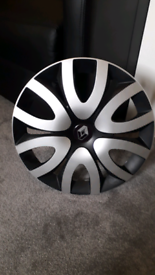 Renault 14 inches wheel cap, used but in good condition.