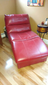 Red bonded leather chaise longue like new
