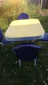 Dining set -1950s Yellow Cracked Ice Formica and Four Chairs Kitchener / Waterloo Kitchener Area image 4