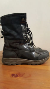 Woman's ugg boots size 5 like new waterproof edition