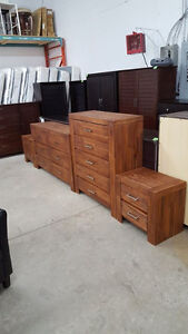 Matching 6 piece bedroom set - Delivery Available